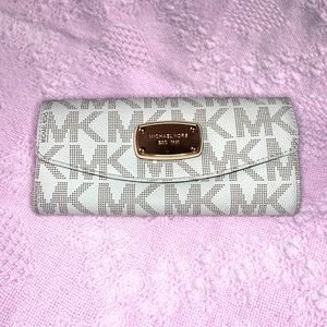 Signature Style Michael Kors Wallet
